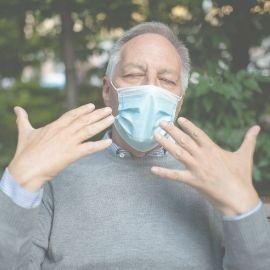 Supporter la chaleur avec un masque est difficile.